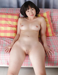 nude hairy japanese pussy